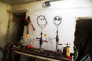 Auto-portraits à la manivelle et au gluon du trou